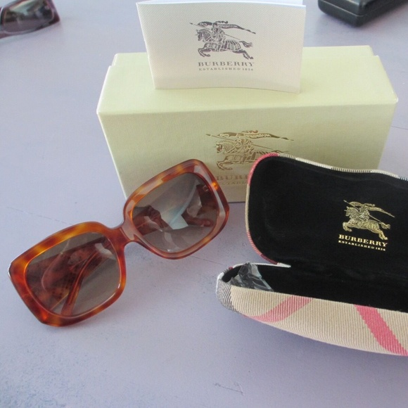Burberry tortoise sunglasses with the case. NWT
